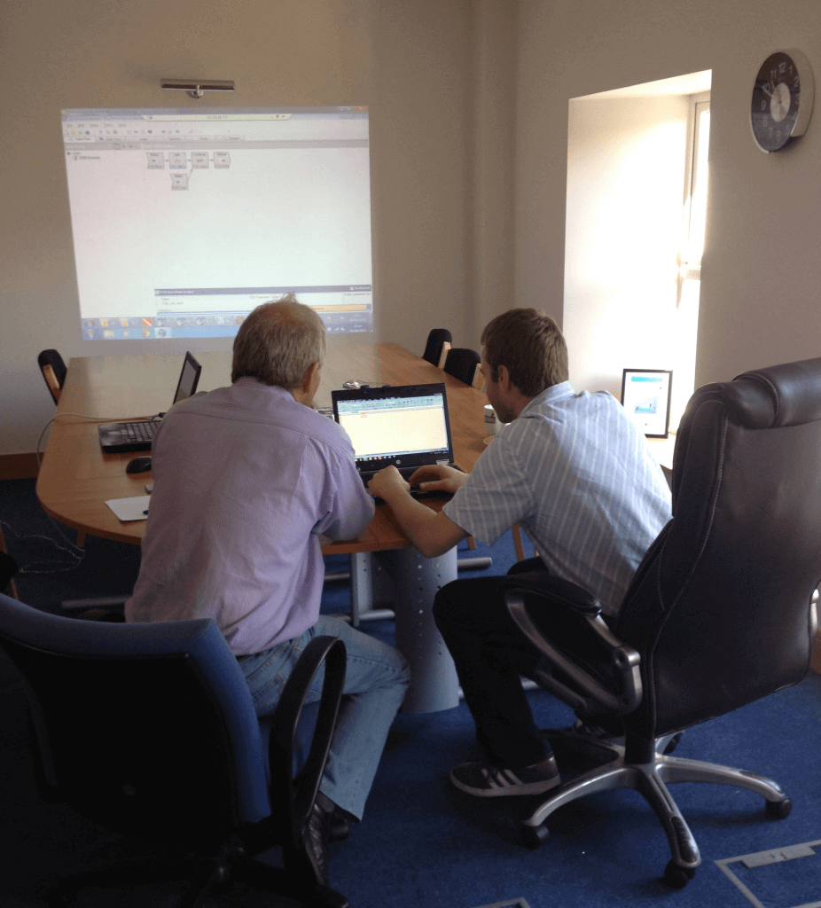 DBI's CTO, John Spillane, mentoring a Diver developer using the Visual Integrator in a one-to-one training session.
